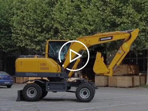 宝鼎轮式挖掘机展示
