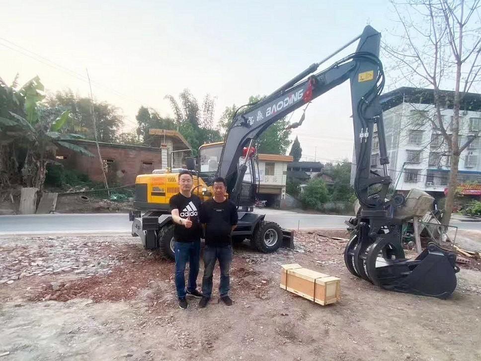 重庆抓木机客户购置宝鼎95抓木机