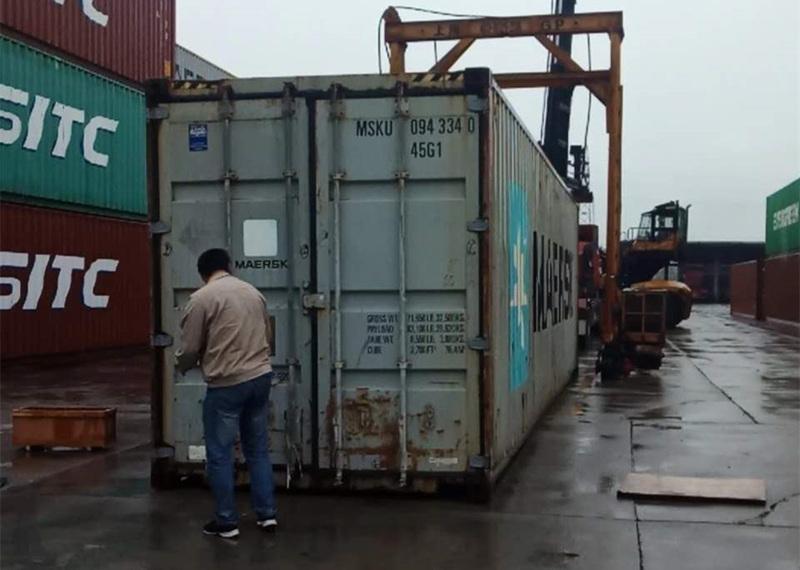 轮式挖掘机抓木机出口装箱
