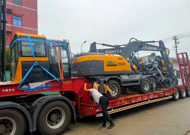 宝鼎轮式挖掘机抓木机出口到货