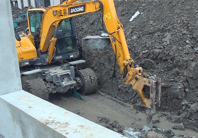小型轮式挖掘机