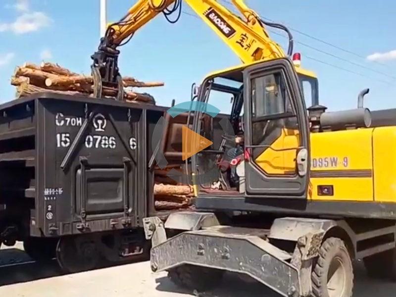 宝鼎95抓木机火车卸木头工作案例