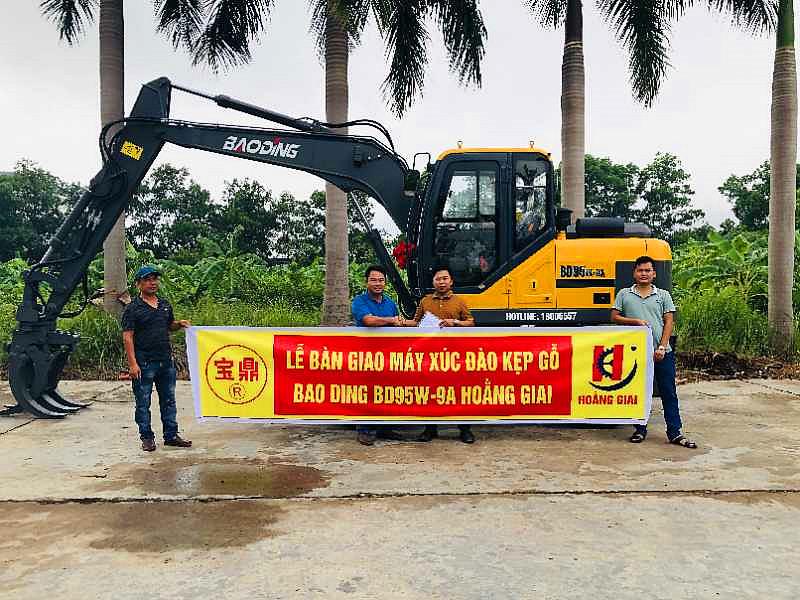 越南出口轮式挖掘机抓木机