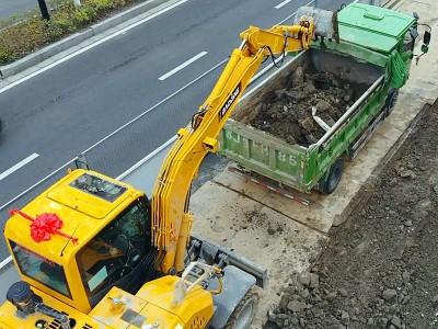 宝鼎轮式挖掘机厂家新派小生BD80W型号轮胎式挖掘机为何要走量?