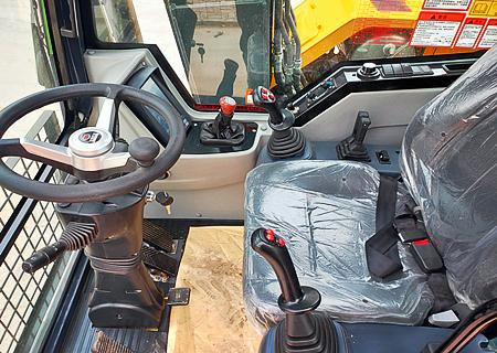 105抓木机驾驶舒适
