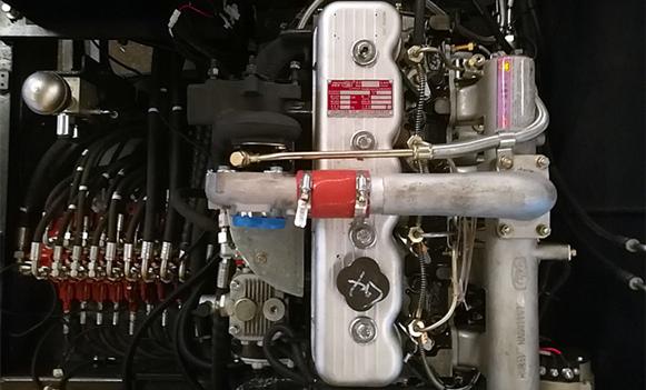宝鼎BD95W-9A型轮式抓机动力部件展示