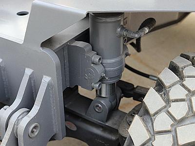 95轮式抓木机铰链平衡系统
