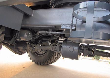 宝鼎BD80W小型轮式挖掘机结构设计