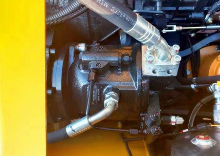 105轮式抓木机采用进口液压系统
