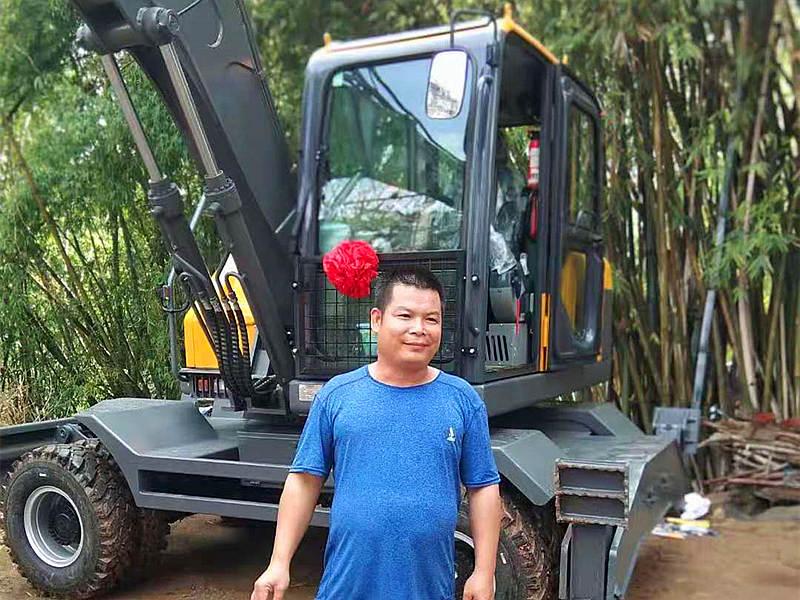 广西南宁抓木机客户