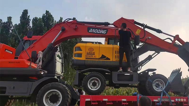 宝鼎小型轮式挖掘机