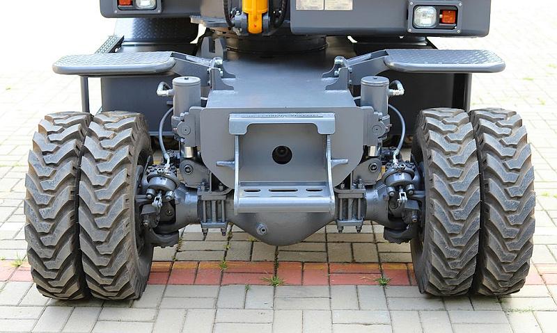 宝鼎80液压行走轮式挖掘机下盘设计