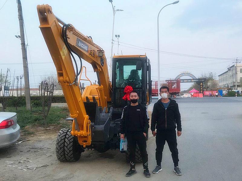 北京轮式挖掘机宝鼎销售客户