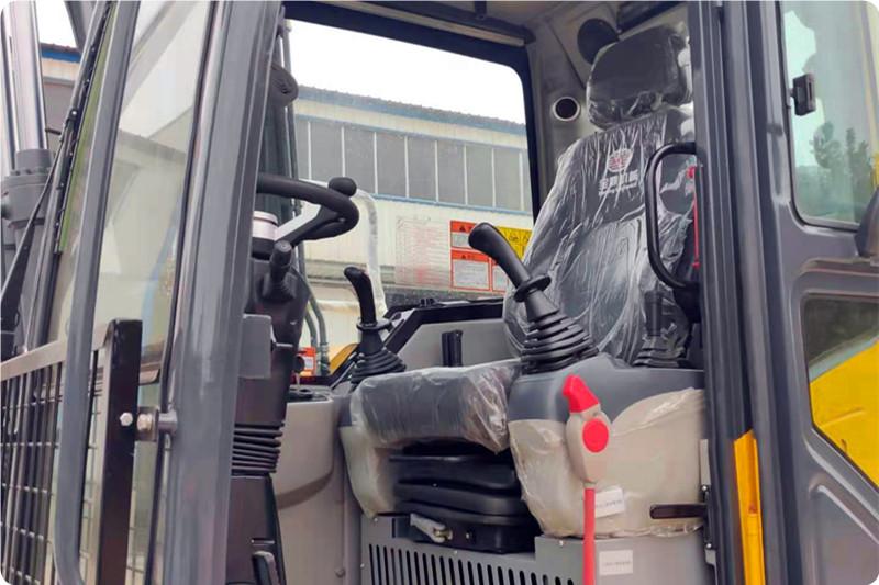 新款95抓木机驾驶室