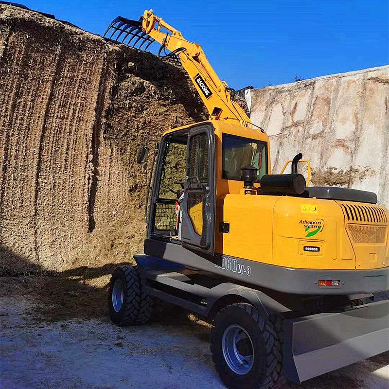 宝鼎BD80W轮式挖掘机工作