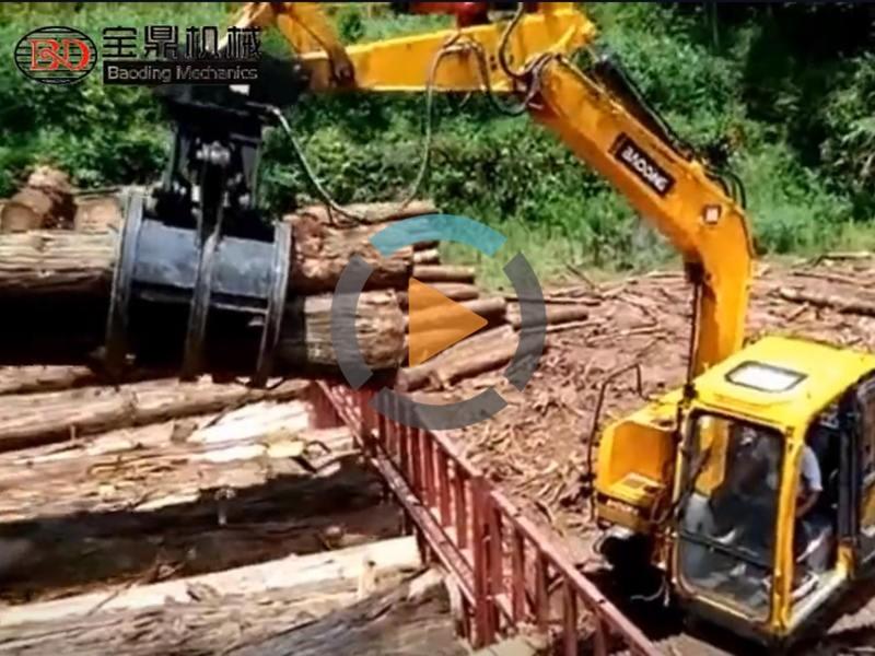 宝鼎履带抓木机装车工作