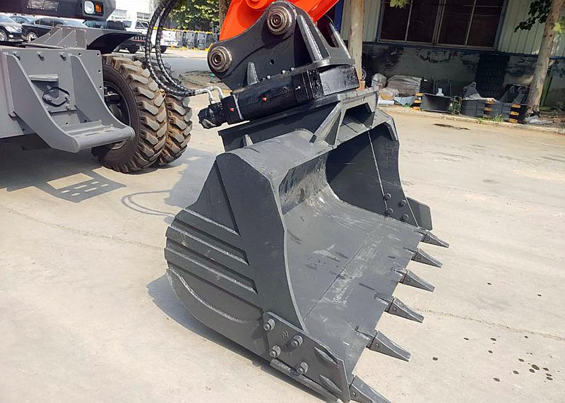 宝鼎150轮式挖掘机360旋转挖斗