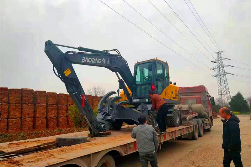宝鼎BD95轮式抓木机到货客户