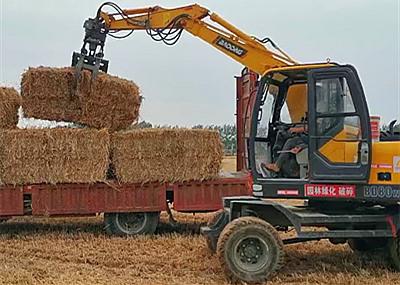 宝鼎轮式挖掘机抓草机工作