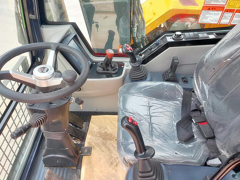 轮式挖掘机驾驶室