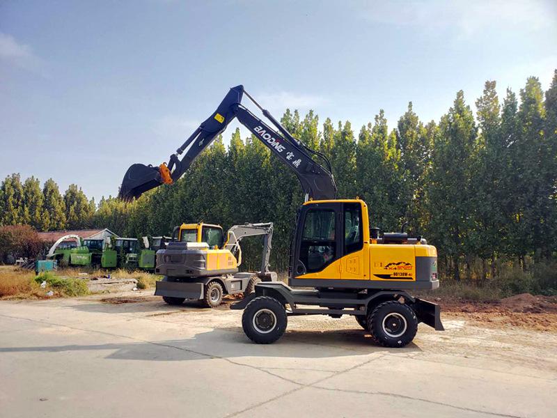 宝鼎BD105型号轮式挖掘机设备