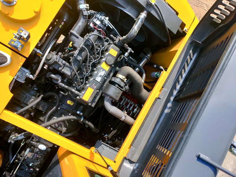 宝鼎105型号轮式挖掘机发动机设备