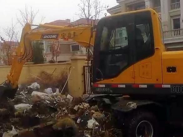 宝鼎80轮式小挖掘机施工